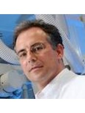 Dr Oliver Mann - Doctor at University Obesity Center