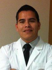 Dr. Alberto Michel - Surgeon at Ready4achange - VIDA Hospital