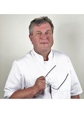 Dr. Piotr Zborowski - Leitender Zahnarzt - KCM Clinic