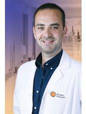 Dr Sina Kaderi - Surgeon at Private Eski̇sehi̇r Anadolu Hospital