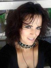Frau Demet  ELLA - Verwaltungsleiterin - Istanbul Bariatric Center