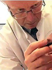 Dr Harold Lannoy - Doctor at Juventas - Centre de Médecine Esthétique - Louise Medical Center