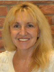 Chana Lemetayer -  at Dr. Stolovitz at Clinique Anti-Aging