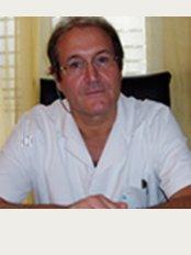 Docteur Claude Garde Angiologue - CLINIQUE DU TROCADERO - 62 Rue de la Tour, Paris, 75116,