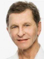 Dr Gerhard Sattler -  at Bellari Rosenpark-Hamburg