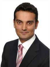 Dr Mukesh Lalloo - Principal Surgeon at Cosmedics