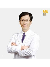 Dr Seung Hoon Back - Surgeon at ME Cosmetic Clinic