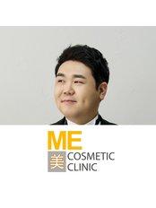 Господин Chris Lim - Консультант в ME Cosmetic Clinic