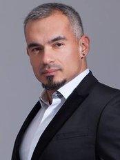 Dr Diego Gaona Carreño - Surgeon at Clínica RIGA - Trasplante Capilar y Medicina Estética