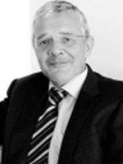 Dr Alberto Jarque - Doctor at Clinicas Zurich - Barcelona - Málaga