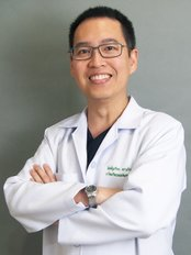 Dr Surinnart Charoenchitt - Surgeon at Rattinan Clinic