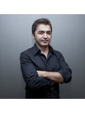 Доктор Yucel Sarialtin - Врач хирург в Estetik International - Istanbul