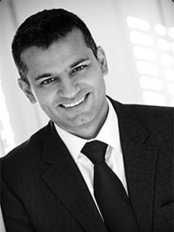 Dr Ravi Jain - Aesthetic Medicine Physician at Riverbanks Clinic