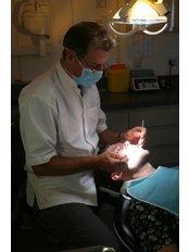 Mr Gary Reynolds - Dentist at Clinic 505