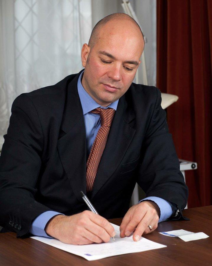 Dr.Bruno Amendola - London