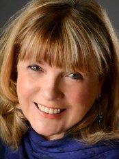Dr Maria Fielding - Surgeon at Cedar House Clinic