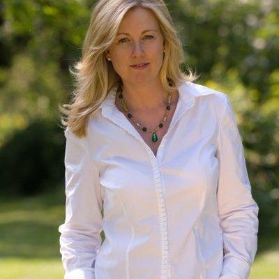 Mrs Elizabeth Hunter