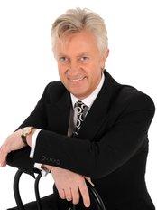 Dr Hugo Kitchen - Surgeon at Stratford Dermatherapy Clinic - Stratford-upon-Avon