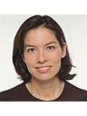 Caroline Kim - Doctor at Praxis Fur Plastische Und Asthetische Chirurgie