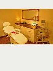 Dr. Borys Medical Aesthetics - Abrahama 24, Gdynia, 80386,