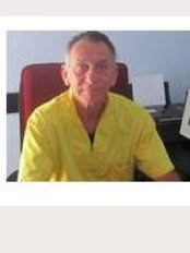 Dr. South Kimberley Francis - Via Roberto Da Sanseverino, 13, Trento, 38121,