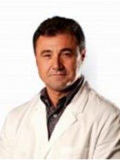 Dr Andrea Palmieri -  at DaVinci Clinic - Prishtinë