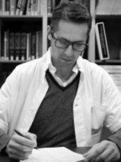 Dr. Maarten Doornaert - Arzt für Ästhetische Medizin - Body Feminization - Dr. Maarten Doornaert