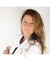 Frau Karen sarasin -  - Body Feminization - Dr. Maarten Doornaert