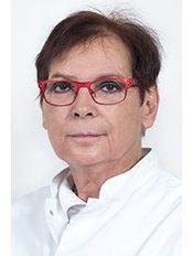 Dr Linda Visser - Surgeon at Wellness Kliniek Belgium