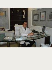 Dr. Edwar Castañeda - Rua Bambina, 56 Grupo 408-410, Av. Dr. Mário Guimarães, 318, Edifício Vitality, 10º andar, Sala 1001, Centro, Nova Iguaçu,