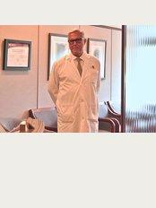 Dr Jorge Schwarz - 245 Avenue Victoria bureau 300, Westmount, H3Z 2M6,