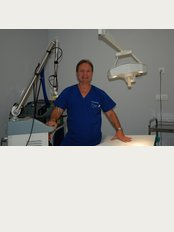 Raf Laser Clinic - Avda. Juan Carlos I, edif.Valdes Center, Bloque A, Local B13. Los Cristianos, Tenerife, Spain, 38650,