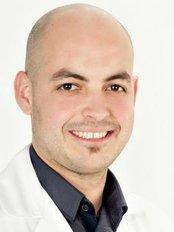 Dr Ferran Aparisi - Physiotherapist at Dr. Stephane de Francia