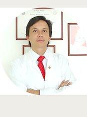 Dr. Mauricio Herrera - Cra 23 N° 124 - 70, consultorio 601. Edificio Santa Bárbara Plaza, Bogotá,