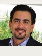Dr. Mario Alvarenga - Cirujano Plástico - Momentum Pinares C53 5th Floor Office, Curridabat,