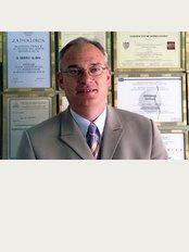 Dr. Branko Glušac - Stjepana Ivičevića 2, Makarska,