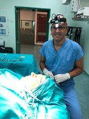 Доктор Dervis Akbilen - Врач хирург в Cosmetic Surgery Cyprus