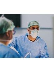 Доктор Varol  Esatoğlu - Врач хирург в Cosmetic Surgery Cyprus