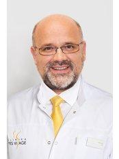 Dr. Tomáš Paduch - Chirurg - YES VISAGE Klinik Prag