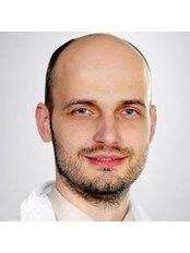 Dr. Ivan Justan - Chirurg - Royal Medical