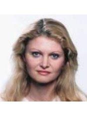 Dr Helena Singerova - Surgeon at Ustav  Esteticke Mediciny - Praha Emauzy