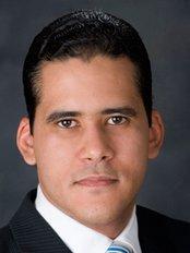 Dr. Eugenio Lapaix - Plastilap - Av. Bolívar 208, Suite 406, Santo Domingo,  0