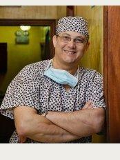 Dr Rafael Lluberes Freites - Calle Eduardo Vicioso 45, Bella Vista, Santo Domingo,