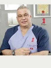 Dr Roberto Guerrero Daniel - PlastiCenter, Calle Mustafá Kemal Ataturk #24, Naco, Santo Domingo,