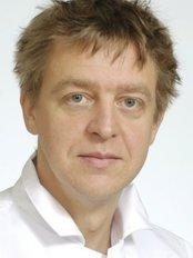 Siim Simmo - Doctor at Plastiikkakirurgia Fin-Est - Ylivieska