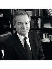 Dr Éric Auclair - Surgeon at Dr. Éric Auclair - Clinique Nescens Paris Spontini