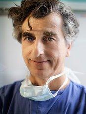 Dr David Dewavrin - Nurse at Dr Natalie Rajaonarivelo