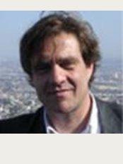 Dr. Rami Selinger - Clinique du Louvre - 17, rue des Prêtres Saint Germain l'Auxerrois –, Paris, 75001,