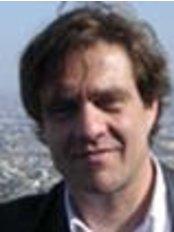 Dr. Rami Selinger - Clinique du Louvre - 17, rue des Prêtres Saint Germain l'Auxerrois –, Paris, 75001,  0