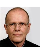 Prof Nektarios Sinis -  at Meso-Aesthetik-Berlin